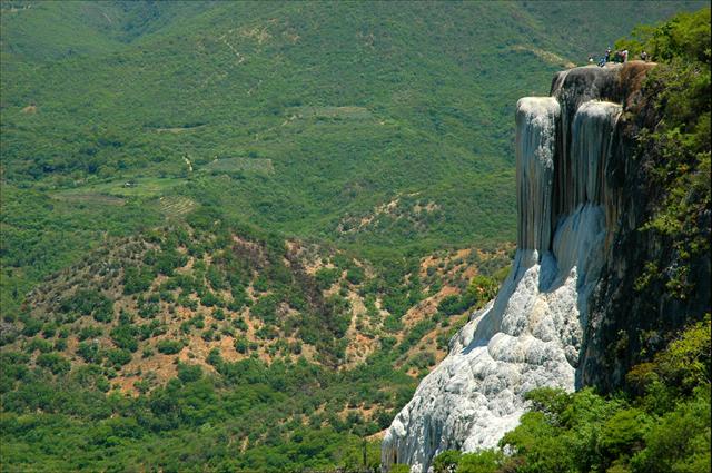 hierve-el-agua-cascada
